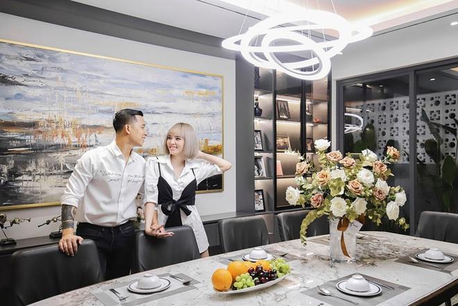 Cuộc sống giàu có, ở biệt thự 40 tỷ của Lê Hoàng The Men và vợ hot girl - Ảnh 6.
