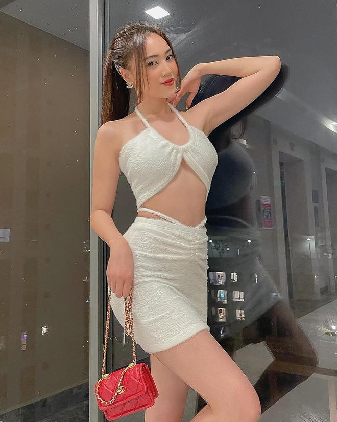 Cách ăn mặc sexy gây chú ý của Ninh Dương Lan Ngọc ở tuổi 31 - Ảnh 3.