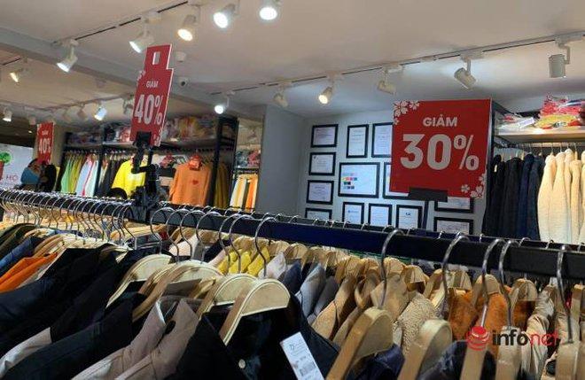 Nhiều hãng thời trang, cửa hàng thi nhau 'xả hàng', giảm giá 80%... khách vẫn thờ ơ - Ảnh 12.