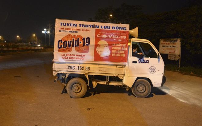 [Ảnh] Xe tuyên truyền phòng, chống COVID-19 ngày đêm đi quanh thôn có người dương tính SARS-CoV-2 ở Hà Nội