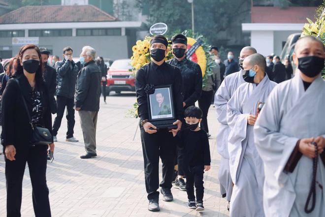 Cháu đích tôn đưa tiễn ông nội, Thu Quỳnh, Thanh Hương khóc nghẹn chia ly NSND Hoàng Dũng - Ảnh 1.