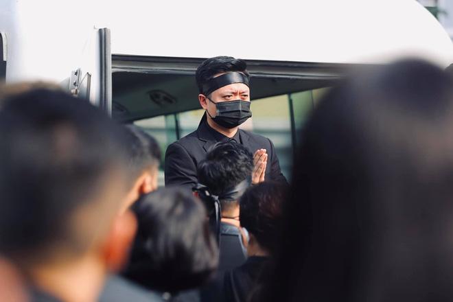 Cháu đích tôn đưa tiễn ông nội, Thu Quỳnh, Thanh Hương khóc nghẹn chia ly NSND Hoàng Dũng - Ảnh 3.