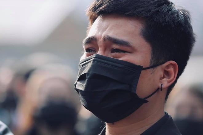 Cháu đích tôn đưa tiễn ông nội, Thu Quỳnh, Thanh Hương khóc nghẹn chia ly NSND Hoàng Dũng - Ảnh 4.