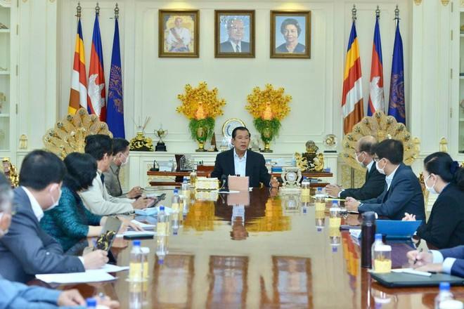 Bùng ổ dịch Covid-19 hầu hết là người Hoa rúng động thủ đô Campuchia: Ông Hun Sen báo động chưa từng thấy - Ảnh 2.
