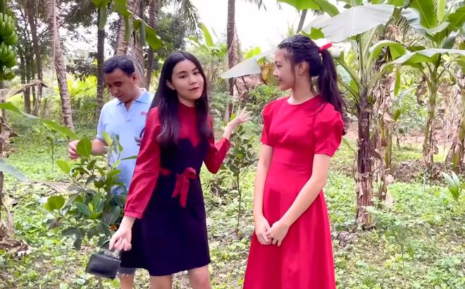 Hai con gái Quyền Linh ngày càng xinh đẹp, tự tin dẫn dắt thay bố