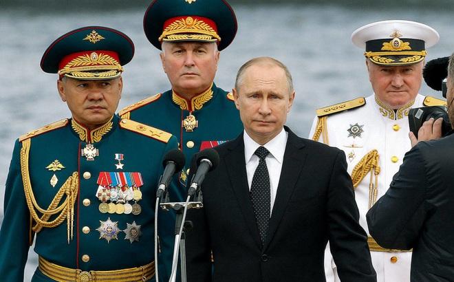 """Lý do ông Putin chưa được phong tướng dù """"hết lần này đến lần khác"""" chứng minh mình xứng đáng"""