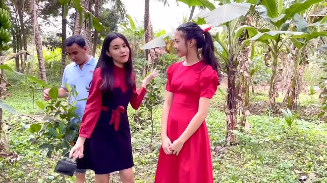 Hai con gái Quyền Linh ngày càng xinh đẹp, tự tin dẫn dắt thay bố - Ảnh 4.