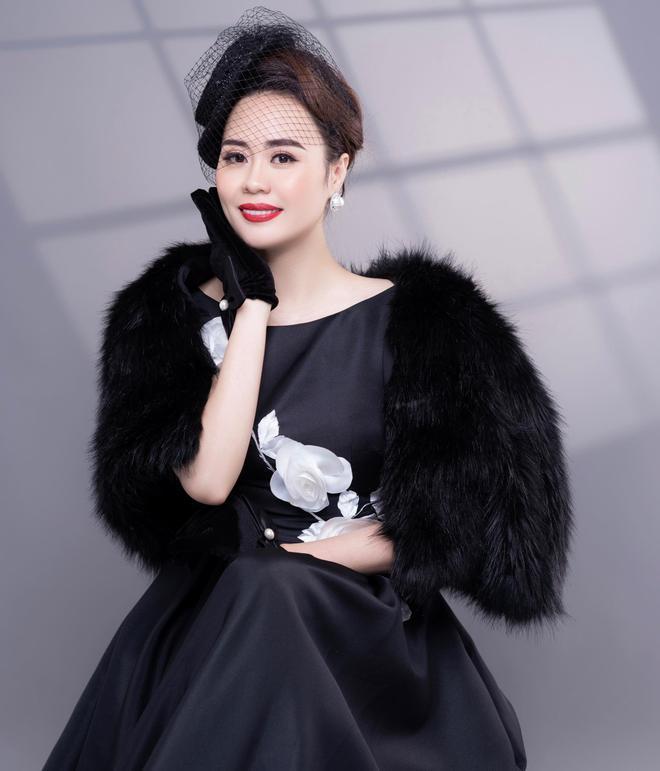 Diễn viên Phan Kim Oanh hóa quý cô sang chảnh - Ảnh 3.