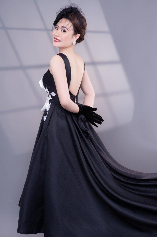 Diễn viên Phan Kim Oanh hóa quý cô sang chảnh - Ảnh 4.