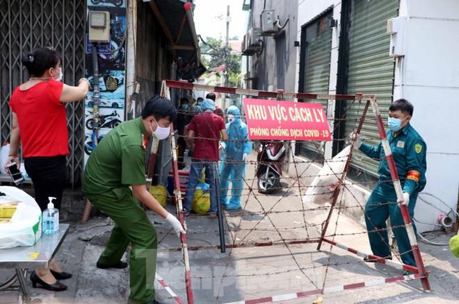 Người Sài Gòn vui mừng được gỡ phong tỏa vì COVID-19 - Ảnh 1.