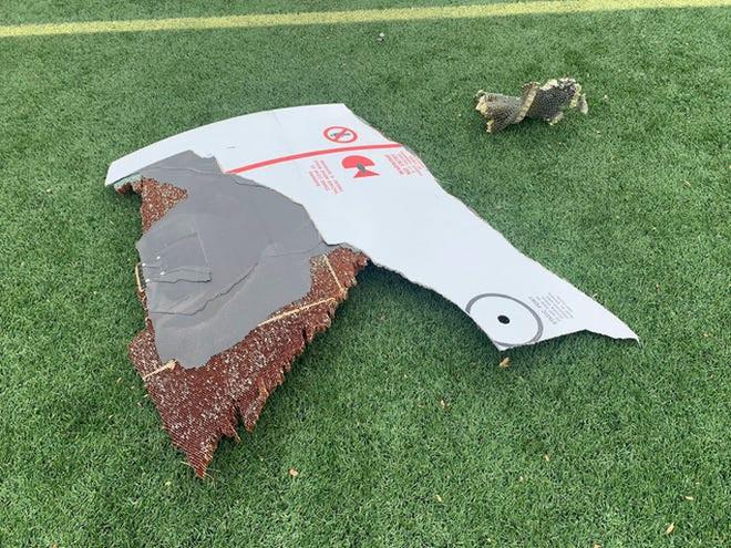 Mỹ: Máy bay gặp sự cố, rải mảnh vỡ xuống nhiều khu dân cư - Ảnh 4.