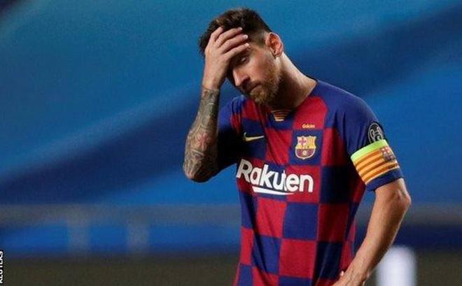 Messi thành 'dê tế thần' của cổ động viên Barcelona