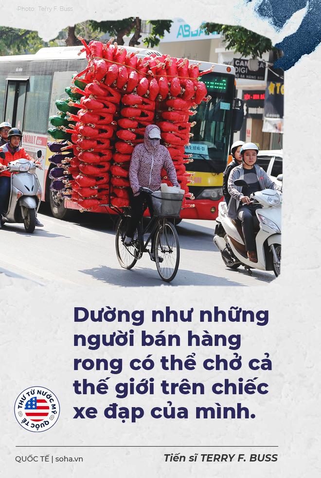 Thư từ nước Mỹ: Những người anh hùng đạp xe cà tàng trên đường phố Hà Nội - Ảnh 3.