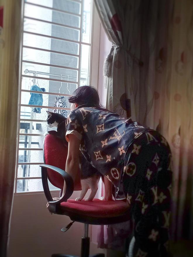 Mẹ bảo giữ lại đồ hồi bé cho cháu mặc lấy vía, cô gái tím mặt khi biết danh tính đứa con bất đắc dĩ - Ảnh 3.