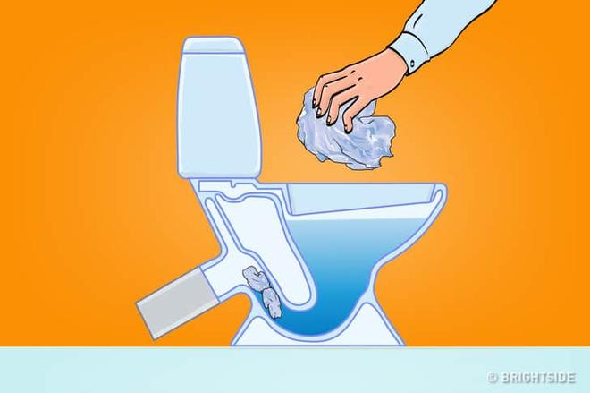8 thứ bạn không nên vứt vào bồn cầu: Bạn cho rằng xả nước là xong ư, không đâu! - Ảnh 5.