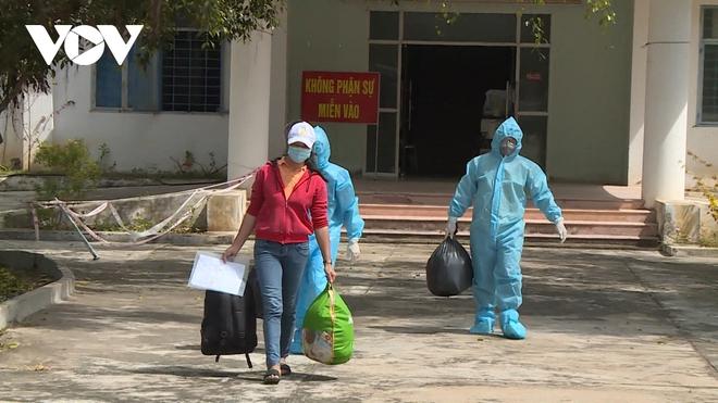 Hải Phòng phong tỏa 1 bệnh viện, 1 thôn khi nữ điều dưỡng dương tính với SARS-CoV-2; Hải Dương thêm 4 ca dương tính với SARS-CoV-2 - Ảnh 1.