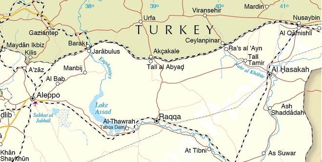Động thái đột ngột và rất bất thường của Mỹ ở Syria - Nga cấp tốc rút quân khỏi căn cứ chiến lược, sức ép ngày một tăng - Ảnh 2.