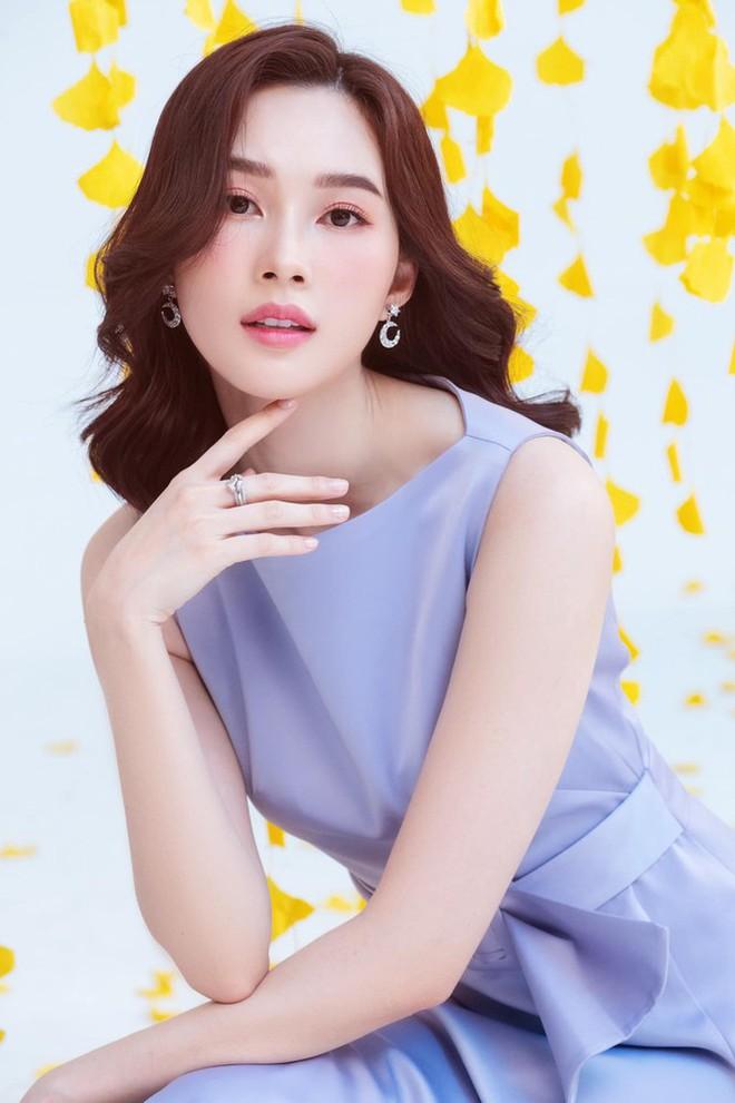 Top 3 HHVN 2012: Hoa hậu Đặng Thu Thảo và 2 á hậu đều có hôn nhân viên mãn - Ảnh 2.