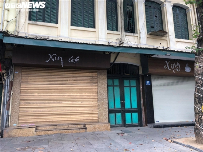 Hàng quán phố cổ Hà Nội nghỉ Tết kéo dài, khách sạn rao bán la liệt bằng tờ rơi  - Ảnh 11.