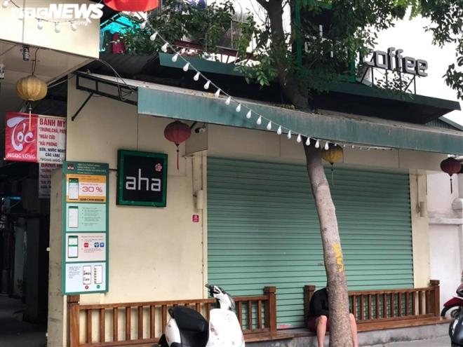 Hàng quán phố cổ Hà Nội nghỉ Tết kéo dài, khách sạn rao bán la liệt bằng tờ rơi  - Ảnh 12.