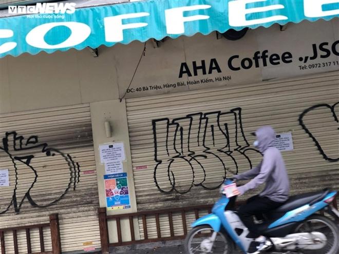 Hàng quán phố cổ Hà Nội nghỉ Tết kéo dài, khách sạn rao bán la liệt bằng tờ rơi  - Ảnh 13.