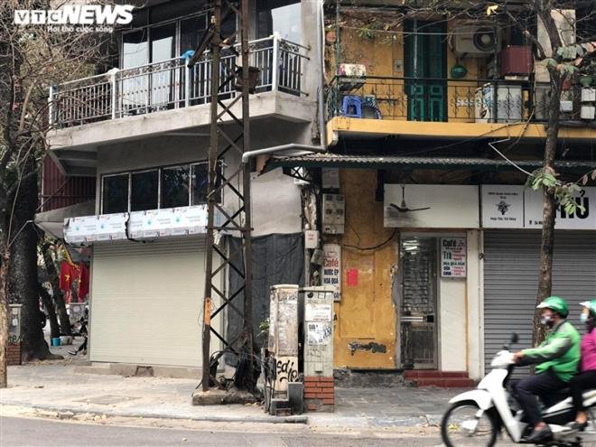 Hàng quán phố cổ Hà Nội nghỉ Tết kéo dài, khách sạn rao bán la liệt bằng tờ rơi  - Ảnh 18.