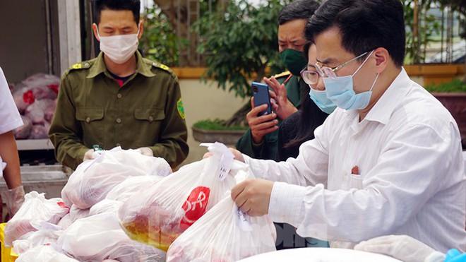 TP Hải Phòng tiếp tế gần 8 tấn gạo, thịt cho người dân khu phong tỏa - Ảnh 5.