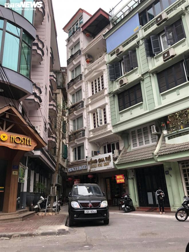 Hàng quán phố cổ Hà Nội nghỉ Tết kéo dài, khách sạn rao bán la liệt bằng tờ rơi  - Ảnh 5.