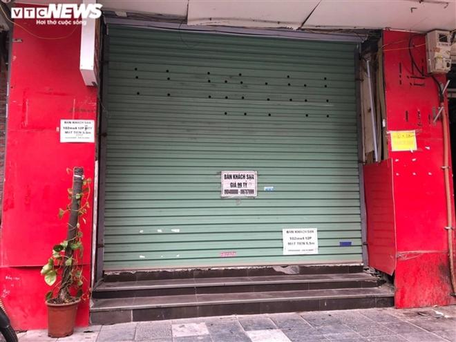 Hàng quán phố cổ Hà Nội nghỉ Tết kéo dài, khách sạn rao bán la liệt bằng tờ rơi  - Ảnh 6.