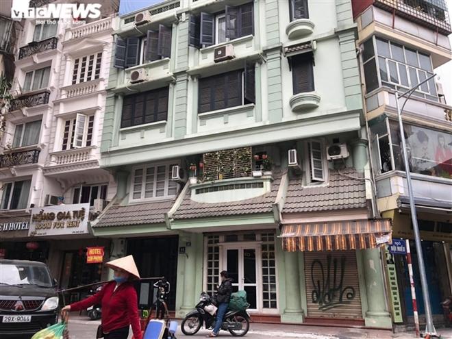 Hàng quán phố cổ Hà Nội nghỉ Tết kéo dài, khách sạn rao bán la liệt bằng tờ rơi  - Ảnh 8.