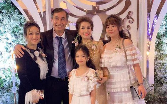 Hé lộ mối quan hệ của vợ đầu Minh Nhựa với bố mẹ chồng đại gia sau khi ra khỏi hào môn