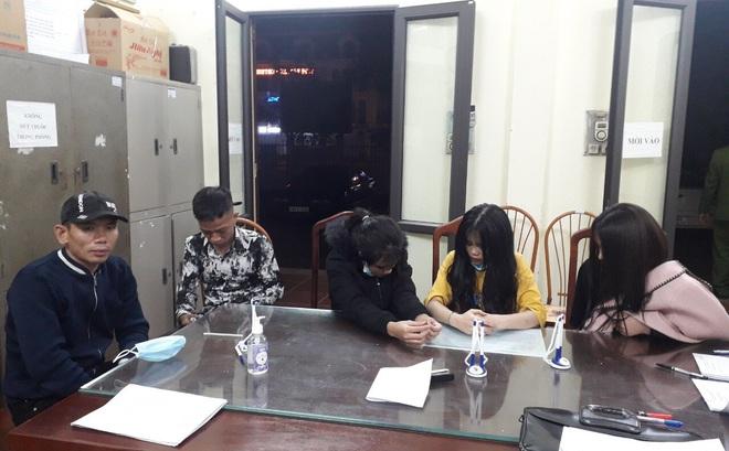 13 nam thanh nữ tú hát karaoke giữa dịch Covid-19 ở Bắc Giang, 7 người dương tính với ma túy