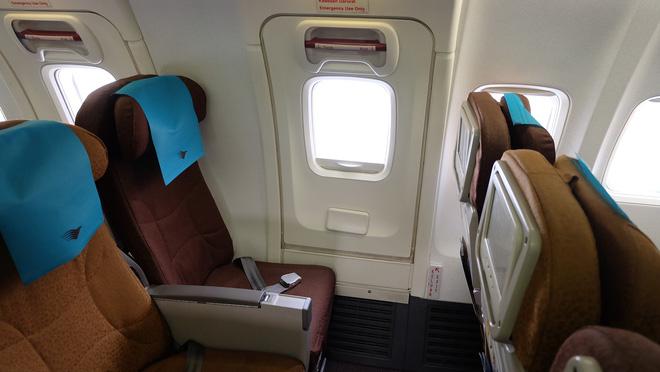 Tiếp viên hàng không tiết lộ 5 điều ít ai để ý khi đi máy bay: Bạn có biết ý nghĩa của hình tam giác này? - Ảnh 4.