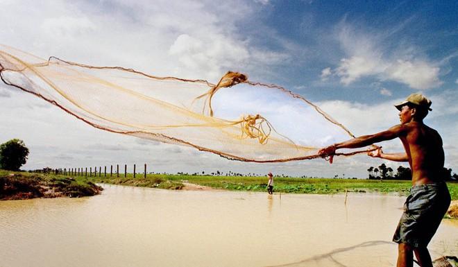 Trung Quốc giữ nước ở thượng nguồn, mực nước Mekong ở mức đáng lo ngại ngay trước mùa khô - Ảnh 3.