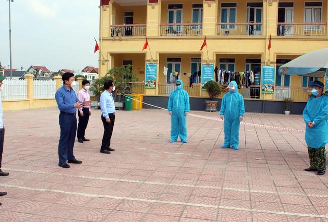 Nam thanh niên quay lại Đà Nẵng từ vùng dịch bị ho, sốt vẫn ngang nhiên đi ăn nhậu khắp nơi khiến dân mạng dậy sóng - Ảnh 1.