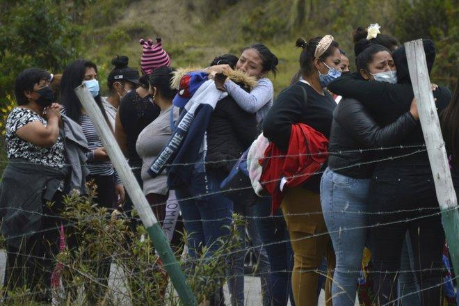 62 tù nhân tử vong ở Ecuador: Nhiều nạn nhân bị chặt đầu, phân xác do thanh toán băng đảng - Ảnh 1.