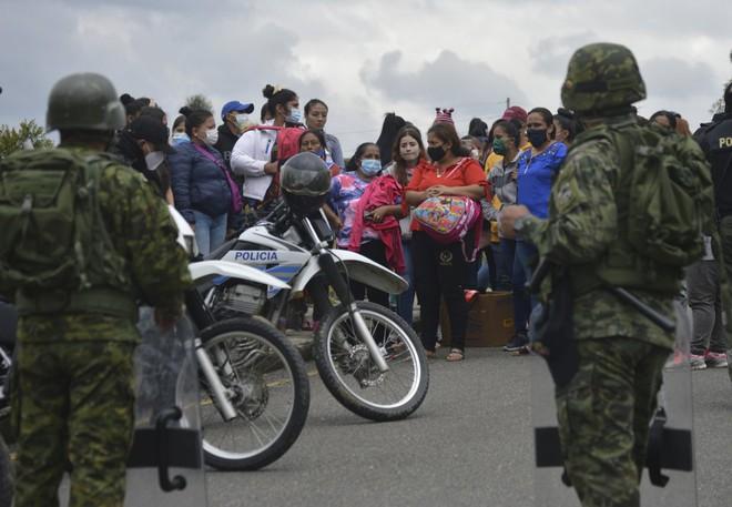 62 tù nhân tử vong ở Ecuador: Nhiều nạn nhân bị chặt đầu, phân xác do thanh toán băng đảng - Ảnh 2.