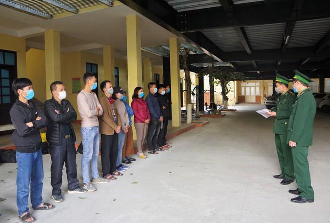 Triệt xóa 2 đường dây đưa người vượt biên trái phép trong mùa dịch Covid-19 ở Nghệ An - Ảnh 1.
