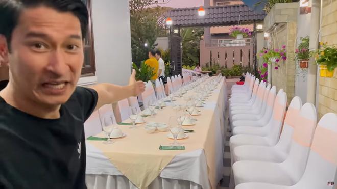 Huy Khánh thăm nhà Mạc Văn Khoa: Vì đây là biệt thự 50 tỷ nên tôi sẽ đi một vòng tham quan! - Ảnh 1.
