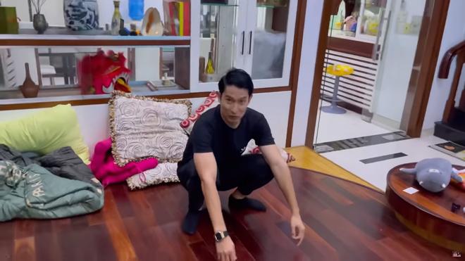 Huy Khánh thăm nhà Mạc Văn Khoa: Vì đây là biệt thự 50 tỷ nên tôi sẽ đi một vòng tham quan! - Ảnh 4.