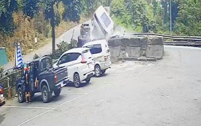 Gặp đại nạn trên đèo Bảo Lộc, 4 người trong gia đình thương vong - Ảnh 1.