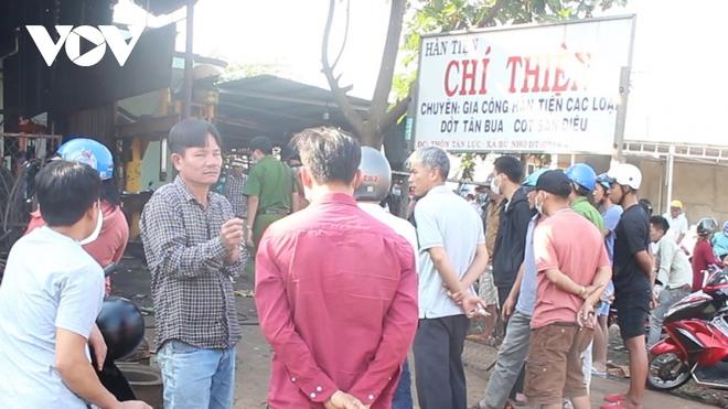 Vụ chủ gara tử vong ở Bình Phước: Chiếc lốp văng thẳng lên mái nhà, 2 người cùng làm đứng cách đó 5m - Ảnh 4.