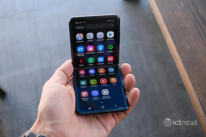 Điện thoại màn hình gập Z Flip giảm giá 15 triệu đồng - Ảnh 1.