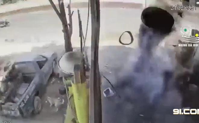 Vụ chủ gara tử vong ở Bình Phước: Chiếc lốp văng thẳng lên mái nhà, 2 người cùng làm đứng cách đó 5m - Ảnh 1.