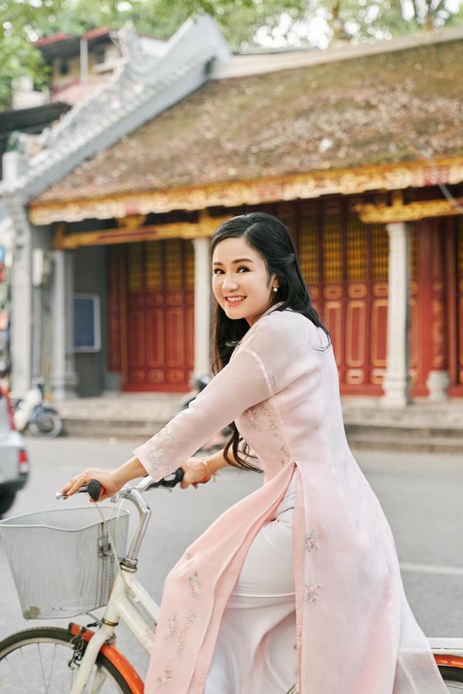 NSND Thu Hà: Nữ hoàng ảnh lịch thập niên 90 và cuộc sống kín tiếng tuổi 52 - Ảnh 6.