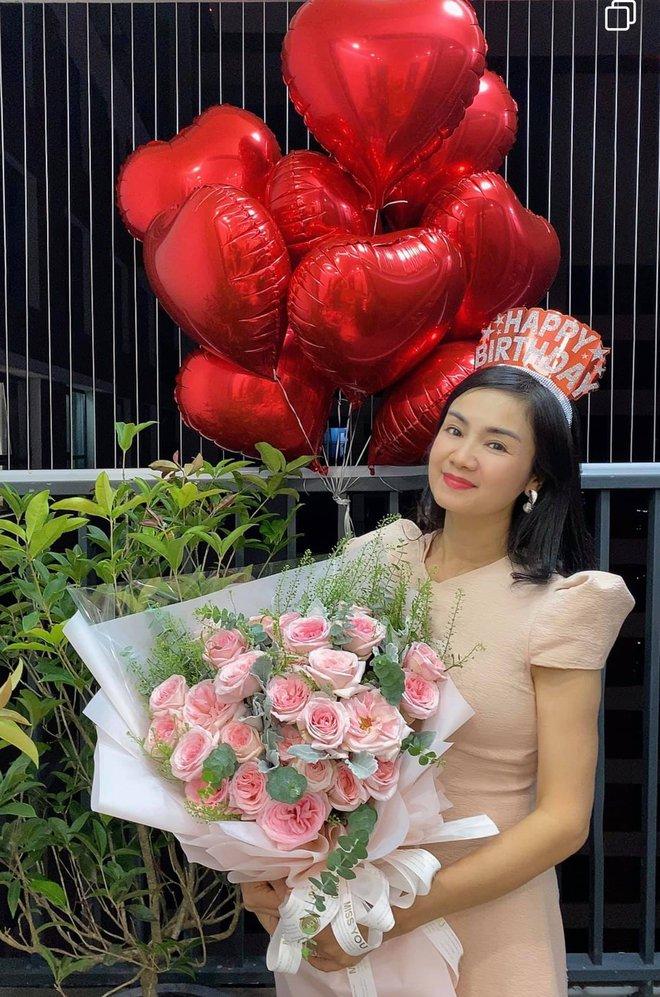 NSND Thu Hà: Nữ hoàng ảnh lịch thập niên 90 và cuộc sống kín tiếng tuổi 52 - Ảnh 12.