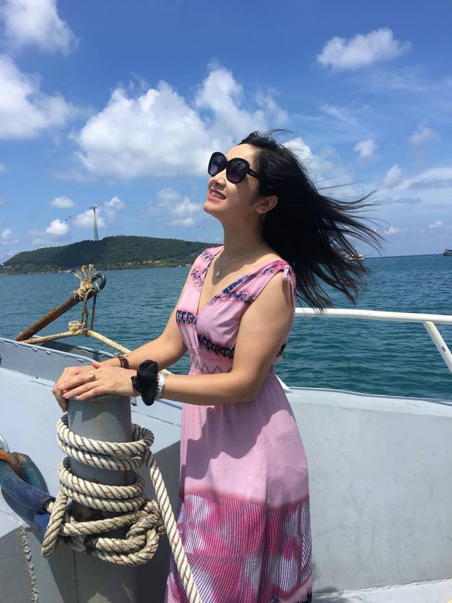 NSND Thu Hà: Nữ hoàng ảnh lịch thập niên 90 và cuộc sống kín tiếng tuổi 52 - Ảnh 10.