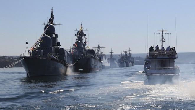TT Joe Biden thông qua mệnh lệnh nóng, Mỹ không kích dữ dội ở Syria - Thòng lọng siết chặt, Hải quân Nga bị bao vây ở Biển Đen? - Ảnh 1.
