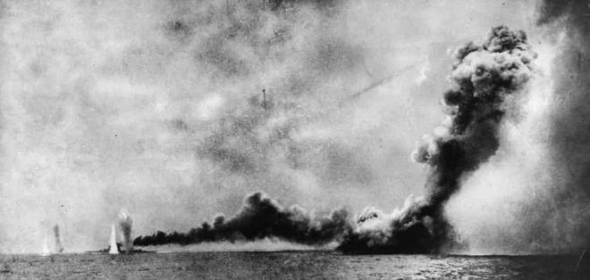 Điểm lại những trận chiến trên biển lớn nhất trong lịch sử thế giới  - Ảnh 1.