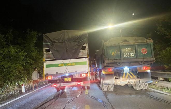 Hiện trường vụ tai nạn liên hoàn giữa xe container và 5 ô tô trên đèo Bảo Lộc - Ảnh 8.